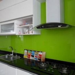 Mẫu kính ốp tường bếp xanh ngọc bích